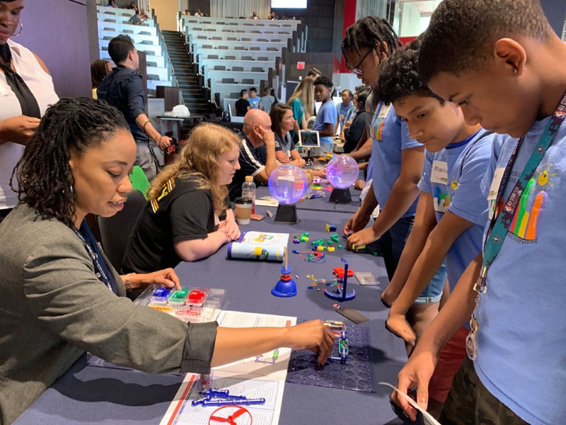 WB Moore was part of 16 other companies who engaged with two-hundred middle school scholars for #iamstemclt at Red Ventures hosted by Charlotte Works & MeckEd. Future employees & leaders were in our midst.